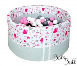 Piankowy Basenik z piłeczkami dla dzieci różowe serduszka na białym tle